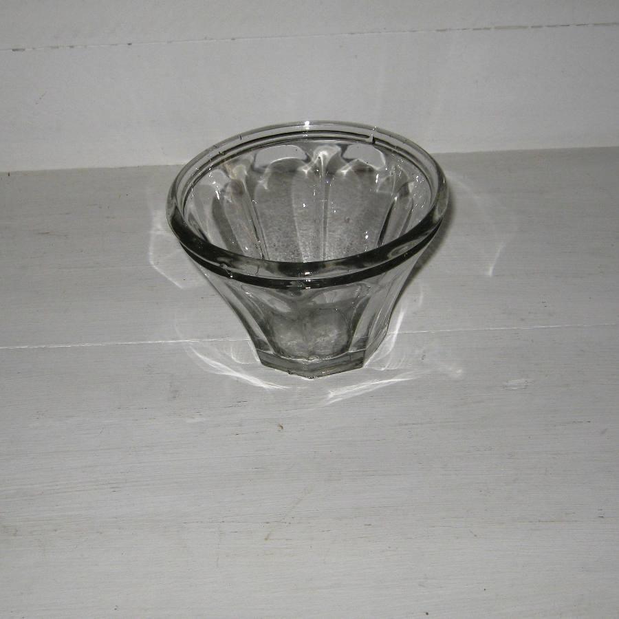 ancien pot confiture en verre moul de forme conique. Black Bedroom Furniture Sets. Home Design Ideas