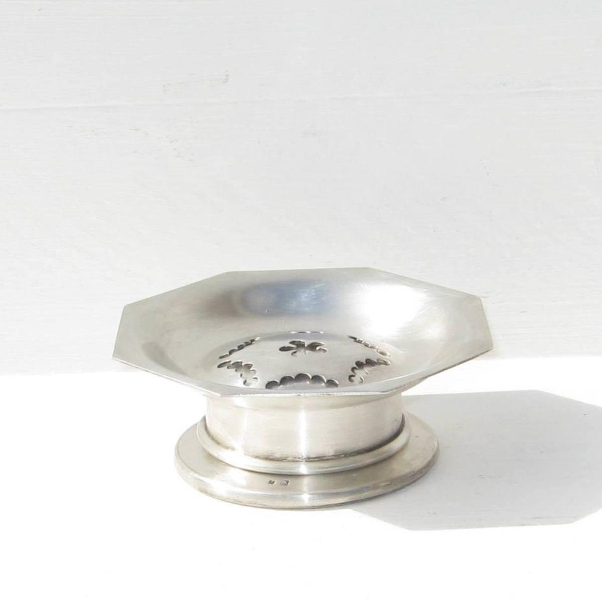 Ancien beurrier coquillor en metal argente 1