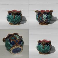 Ancien cache pot en barbotine decor pampres de vigne 2