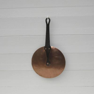 Ancien couvercle en cuivre manche en fer forgé Ø 18,5cm