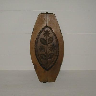 Ancien moule à beurre en bois décor fleurs