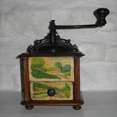 Ancien moulin à café Japy à décors campagnards