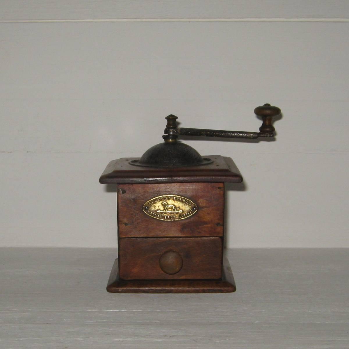 Ancien moulin a poivre en bois de marque peugeot freres valentigney doubs modele depose 1