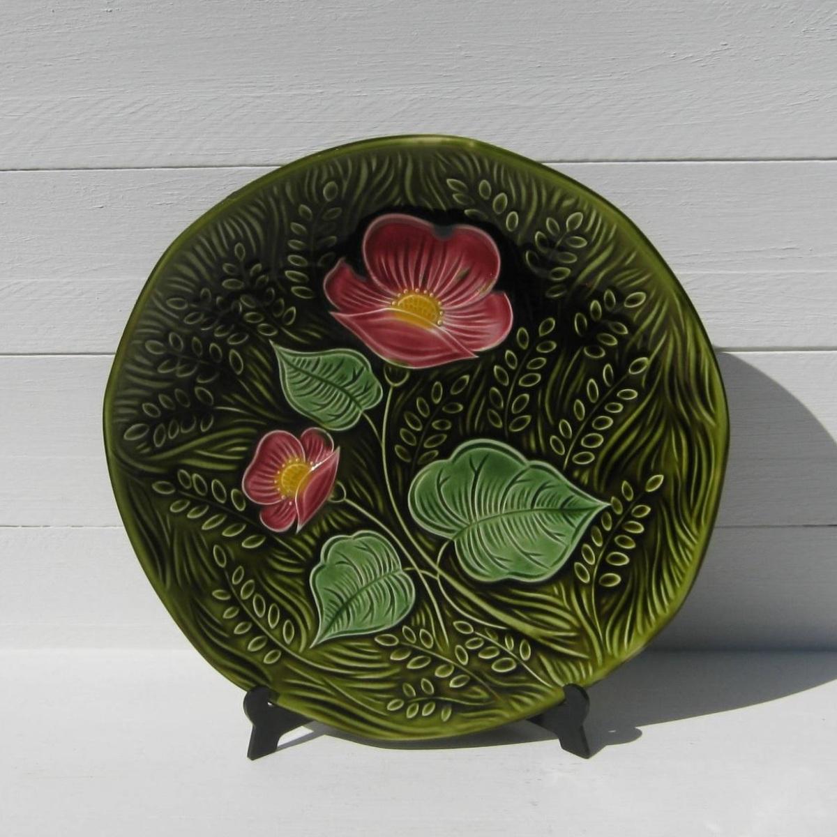 Ancien plat barbotine decor fleurs 1