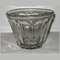 Ancien pot a confiture en verre moule de forme conique 1