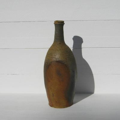 Grès de Puisaye ancienne bouteille à boisson à panse appaltie sur deux faces opposées