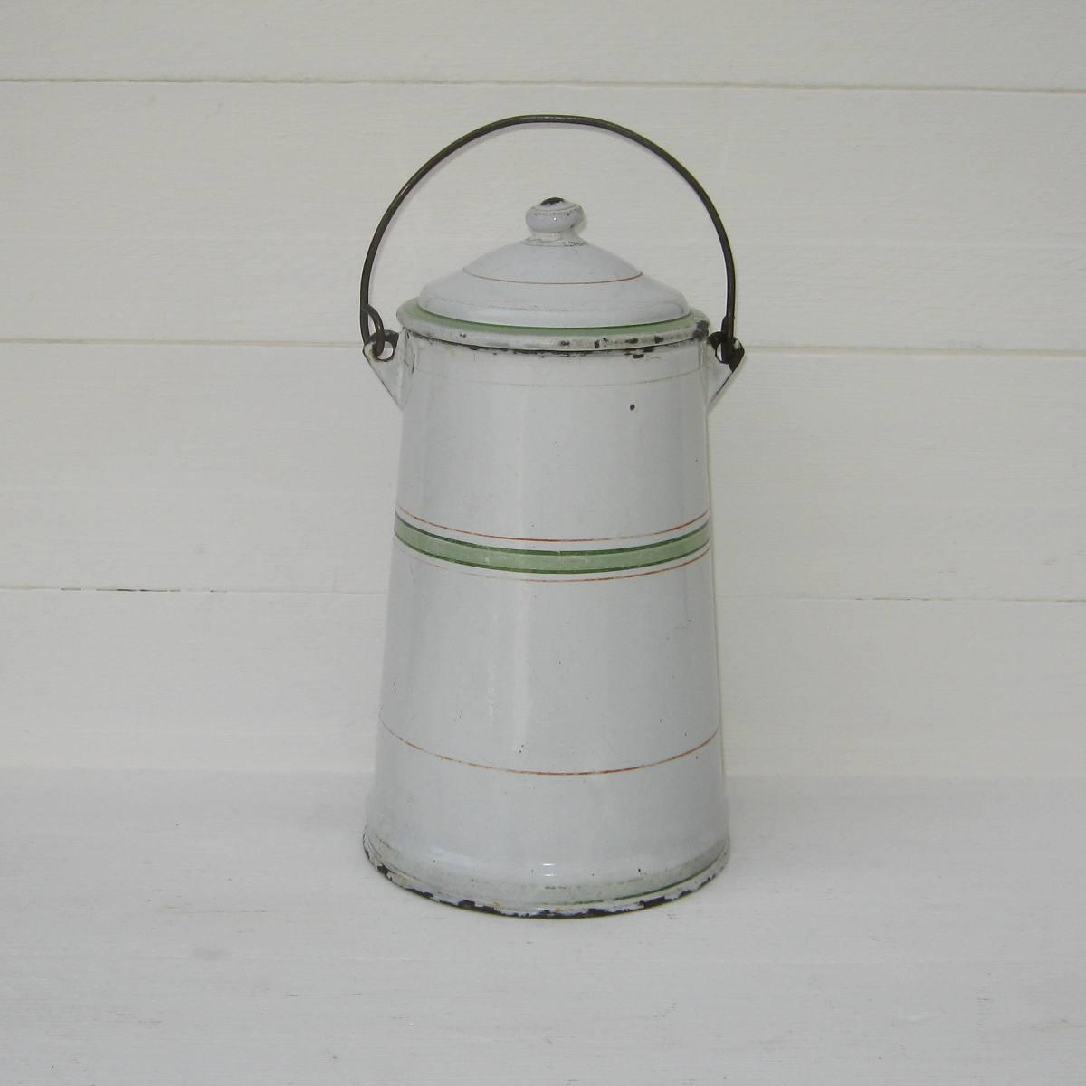 Ancienne laitiere en tole emaillee blanche a traits verts pot a lait 1