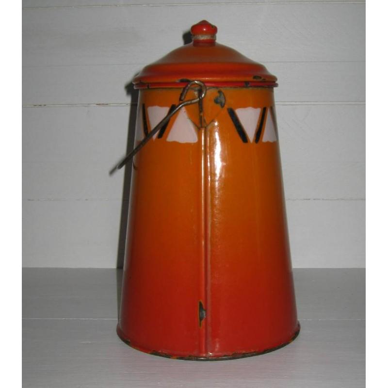 Ancienne laitiere en tole emaillee ton orange avec frise geometrique 2