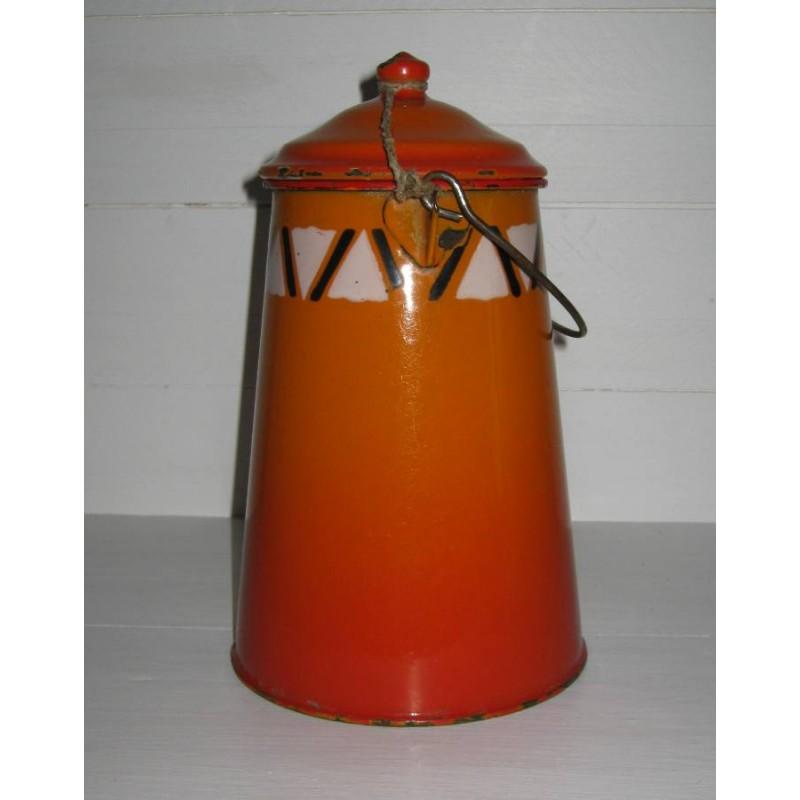 Ancienne laitiere en tole emaillee ton orange avec frise geometrique 4