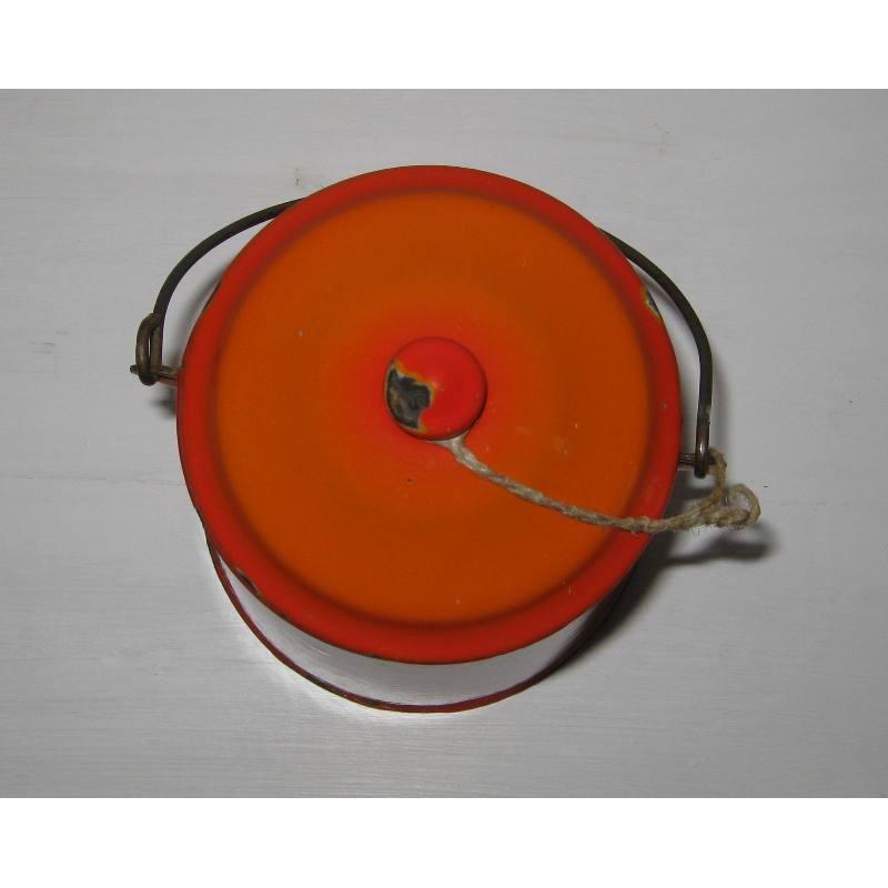 Ancienne laitiere en tole emaillee ton orange avec frise geometrique 5