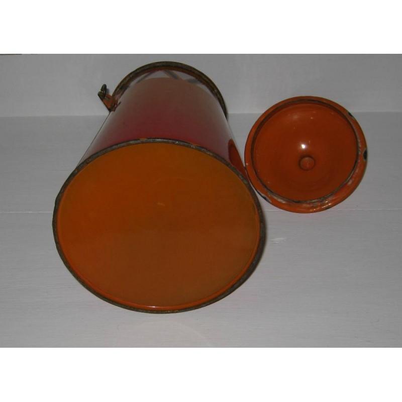 Ancienne laitiere en tole emaillee ton orange avec frise geometrique 6