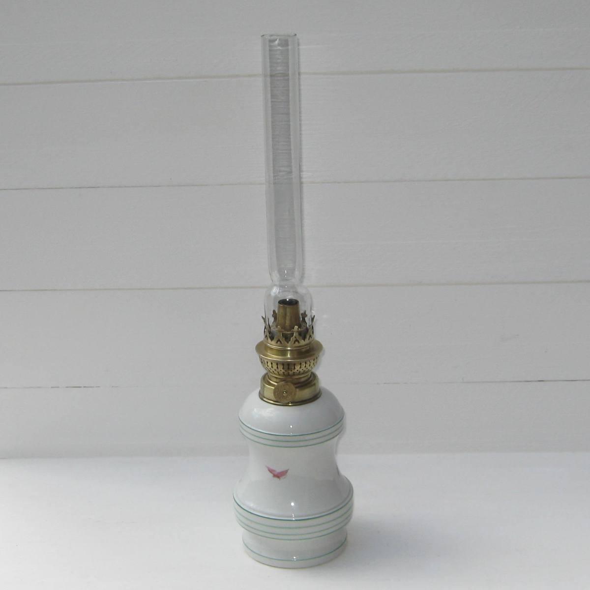Ancienne lampe a petrole decor eventail 2