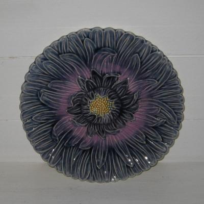 Assiette en barbotine fleur chrysanthème