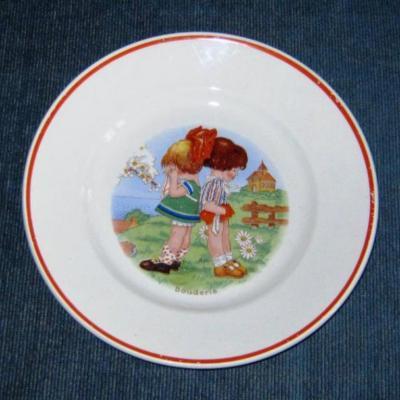 Ancienne assiette à dessert décor d'enfants intitulée Bouderie