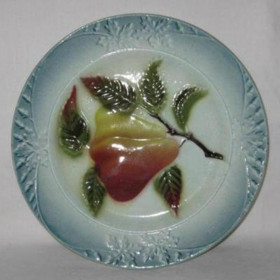Assiette barbotine décor poires