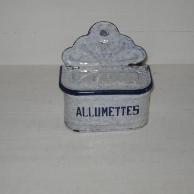 Ancienne boîte à allumettes en tôle émaillée fond blanc marbré de bleu