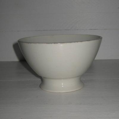 Ancien bol blanc sur pied douche