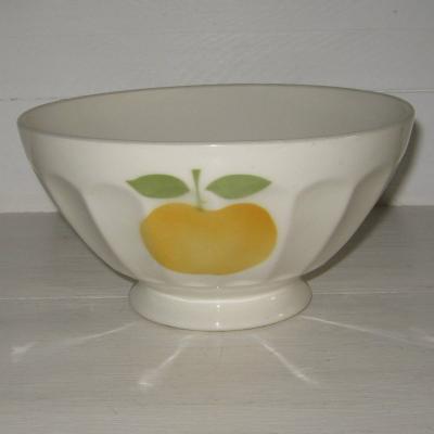 Ancien gros bol décor aux trois pommes jaunes