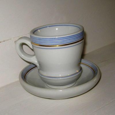 Ancien brûlot et sa soucoupe en porcelaine épaisse rayures bleues et dorure (4)