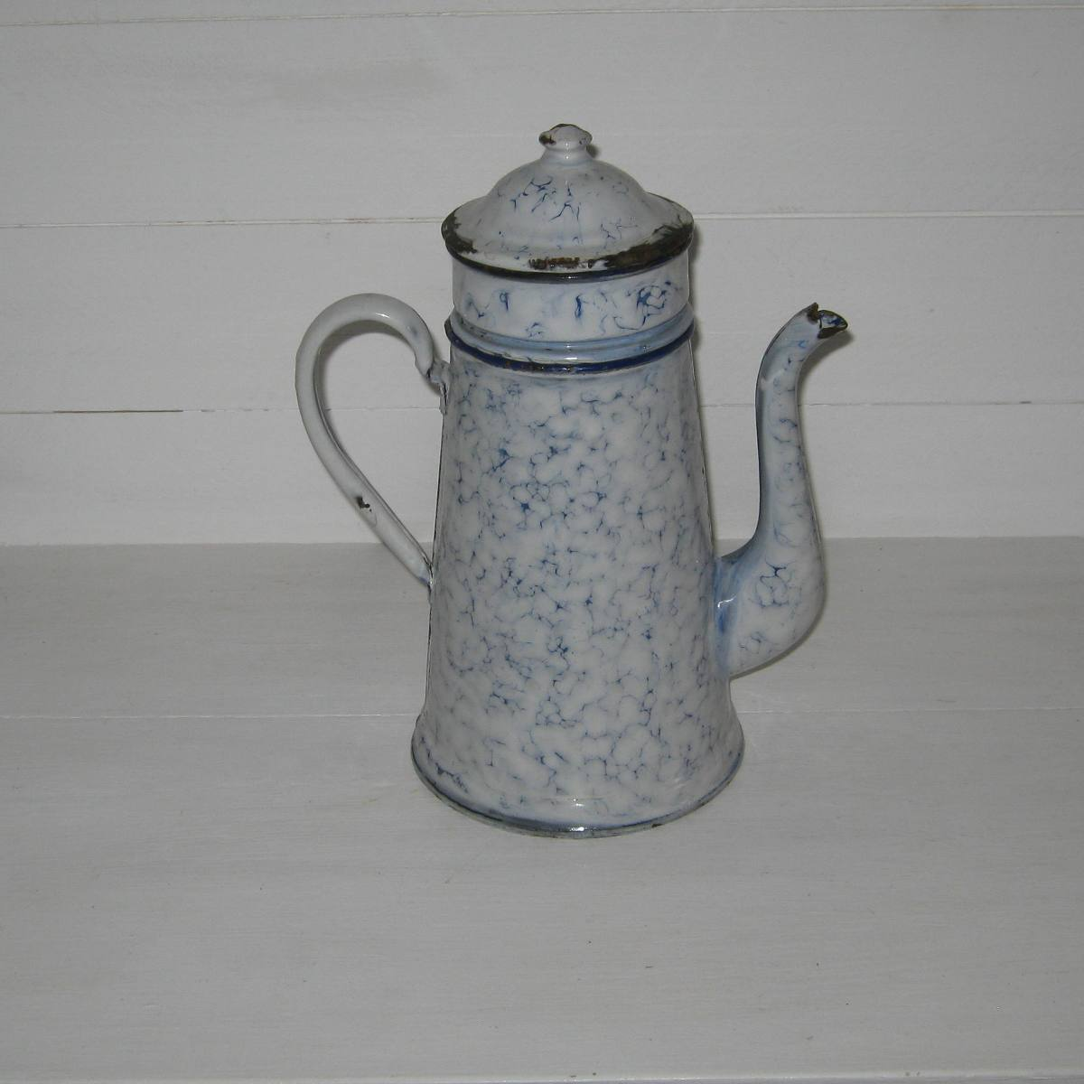 Cafetiere emaillee marbre blanc et bleu 1