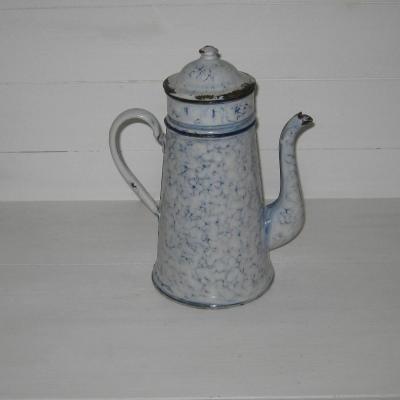 Ancienne cafetière en tôle émaillée complète fond blanc marbré de bleu