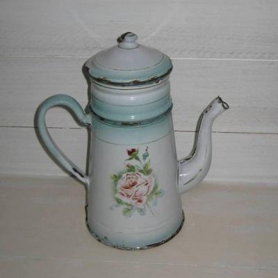Ancienne cafetière en tôle émaillée blanche et dégradé de vert à décor de roses et de pensées
