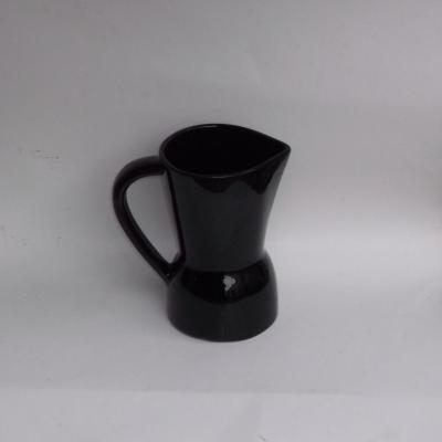 Pichet design en céramique noire de St Clément