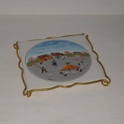 Ancien dessous de plat en céramique de Villeroy et Boch décor naïf la ferme Laplau