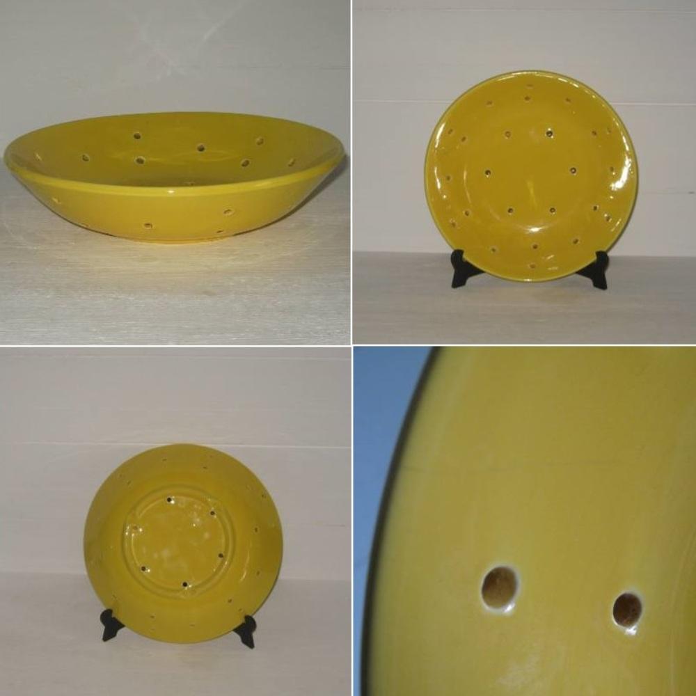 Faisselle en faience jaune 2