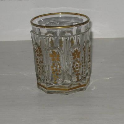 Verre gobelet Charles X cristal moulé dorure pampres vigne raisins