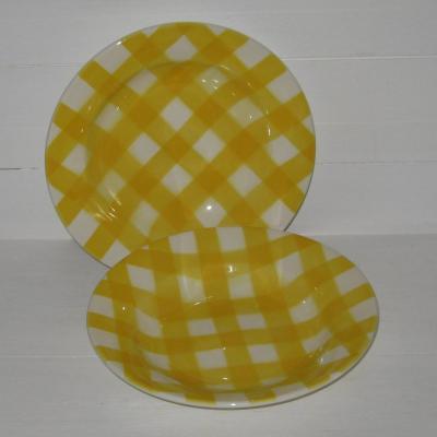 Anciennes assiettes creuses jaunes et blanches Sarreguemines décor torchon