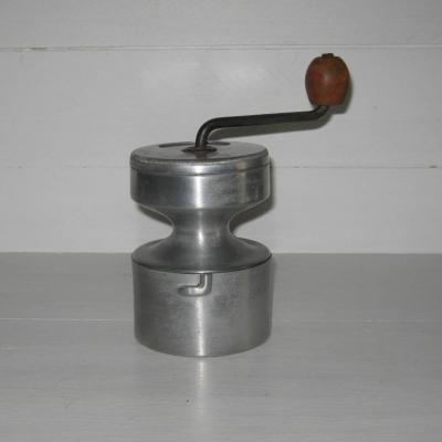 Ancien moulin à café en aluminium de marque Hop AS Bté SGDG