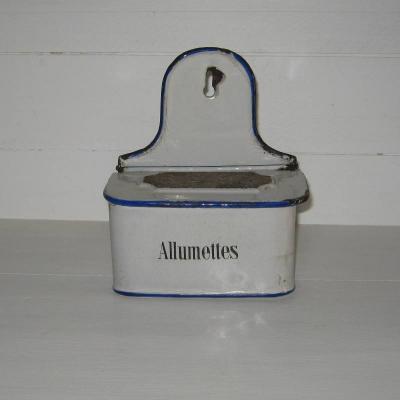 Ancienne boîte à allumettes pyrogène en tôle émaillée blanche écriture noire