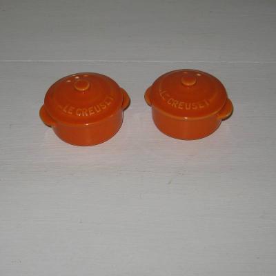 Salière Poivrière représentant des cocottes orange Le Creuset