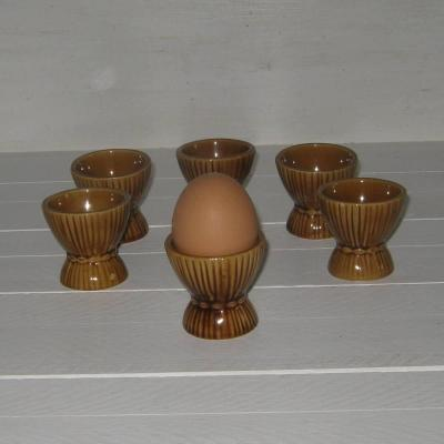Ancien coquetier en barbotine marron représentant un fagot de paille, lot de 6
