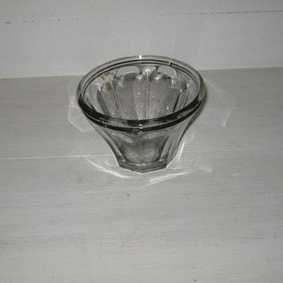 Ancien pot à confiture en verre moulé de forme conique