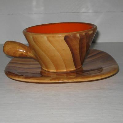 Grande tasse et sa sous-tasse faux bois intérieur orange Vallauris vintage