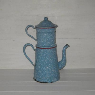 Ancienne cafetière en tôle émaillée fond bleu moucheté de blanc rebords rouges