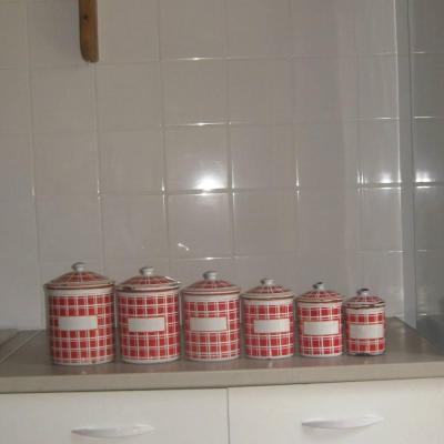 Ancienne série à épices en tôle émaillée BB rouge et blanche (complète 6 pots)