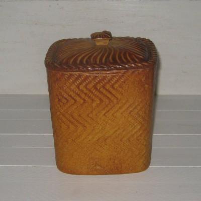 Ancienne terrine en porcelaine de Mehun Déposé France S EXTRA représentant un pâté en croûte ou un pain brioché