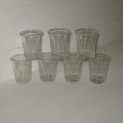 Ancien pot à confiture miniature en verre à facettes pour la confiture de groseilles (lot de 7)
