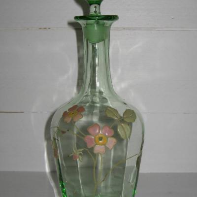 Ancienne carafe à liqueur en verre émaillé