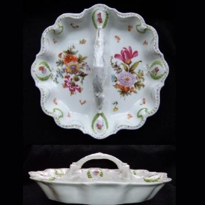 Ancien serviteur en porcelaine dit mendiant décor fleurs