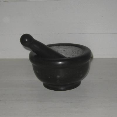 Mortier et pilon en marbre noir veiné