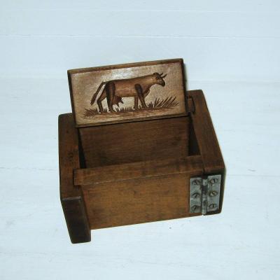 Ancien moule à beurre en bois décor vache