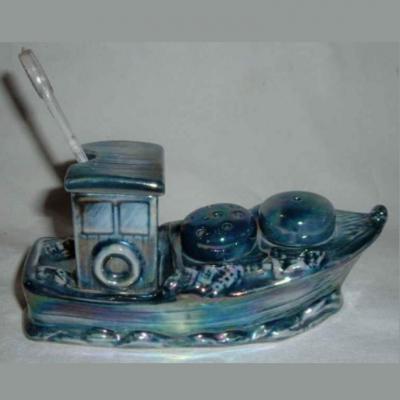 Ancien moutardier sel poivre en porcelaine représentant un bateau de pêcheurs