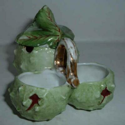 Ancien moutardier en porcelaine représentant des châtaignes sel poivre