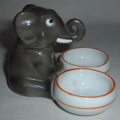 Ancien moutardier représentant un éléphant en porcelaine
