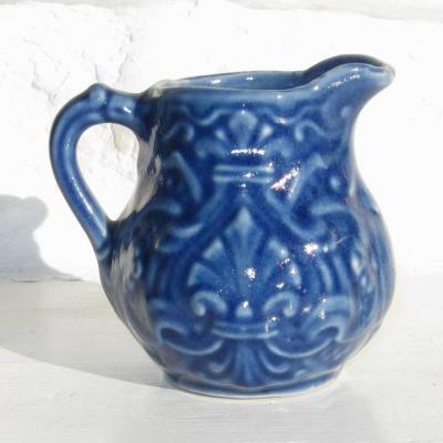 Ancien pot à crème bleu en barbotine d'Onnaing