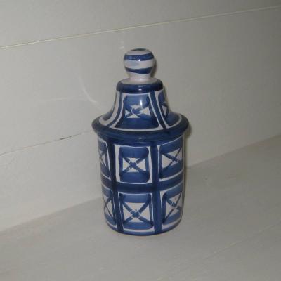 Pot couvert bleu et blanc signé R P pour Robert Picault à Vallauris